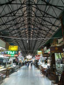 ボージョーアウンサンマーケットの内部。