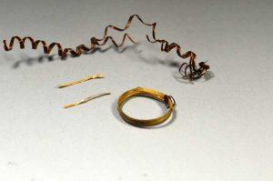 この指輪を作るのに用いられた素材。
