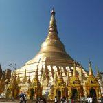 ミャンマー・ヤンゴンの市場でミサンガを探しました。