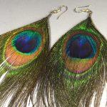 新着商品:孔雀の羽のイヤリング